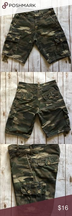 Freeworld - Camouflage Cargos (28). Freeworld - Camouflage Cargos (size 28). In fantastic preowned condition. Please be sure to check out all of my other men's items to bundle and save. Same day or next business day shipping is guaranteed. Reasonable offers will be considered. Freeworld Shorts Cargo