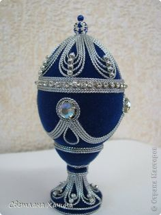 Diy weihnachten Ease Bug Bites with Easy Herbs Summertime means insect bites and stings. Cool Easter Eggs, Easter Egg Crafts, Beaded Ornaments, Christmas Ornaments, Fabrege Eggs, Faberge Jewelry, Fabric Balls, Carved Eggs, Egg Art
