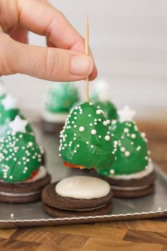 Chocolate Covered Strawberry Christmas Trees - a fun and easy Christmas project to do with your kiddos! ( Great idea-- Strawberries turned into Christmas trees.)