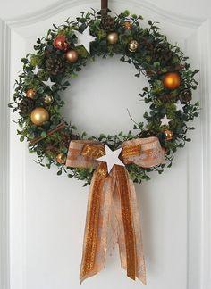 weihnachtskranz gr n adventskranz wandkranz t rkranz weihnachten kranz kugeln weihnachtskr nze. Black Bedroom Furniture Sets. Home Design Ideas