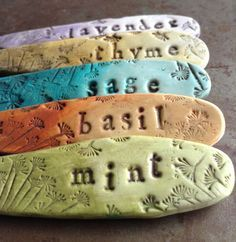 Most current Pics air dry Clay ideas Suggestions Ombre Herb Garden Markers Tutorial – – Toepfern – Salt Dough Projects, Salt Dough Crafts, Clay Projects, Concrete Projects, Garden Labels, Plant Labels, Herb Labels, Herb Markers, Plant Markers