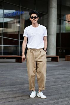 33 Stylish Men Outfit Ideas for Street Style is part of Stylish mens outfits There are lots of bomber jacket designs out there in the industry Grey suits are the package that offers you […] - Looks Style, Looks Cool, Men Looks, Normcore, Korean Fashion, Mens Fashion, Fashion Trends, Street Fashion, Look Man