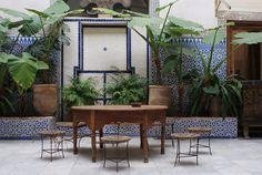 Musée Bert-Flint (Tiskiwin) à Marrakech : A ne pas rater ! Marrakech, Oversized Mirror, Plants, Furniture, Home Decor, Morocco, Decoration Home, Room Decor, Home Furnishings