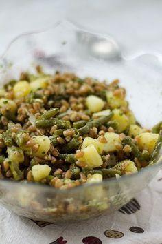 Farro, fagiolini, patate e pesto.