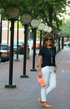 Banana Republic Roll Sleeve Crew Tee in Navy, Two by Vince Camuto Skinny Jeans in Ultra White, LOFT Strappy Thong Sandals, Kendra Scott Rayne Nicklace in Orange Coral