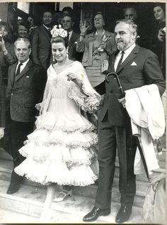 Grace Kelly junto a Rainiero de Mónaco con vestido de Lina en su visita a la Feria de Abril. 1966. Princess Grace during her visit to Feria de Abril. Seville.1966.