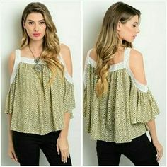 Jill Marie Boutique Tops - Floral 3/4 sleeve open shoulder top Large 11/12
