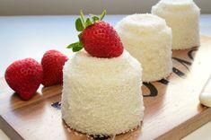 Tereyağıyla nefis dokusunu alan, bol sütlü, bol vanilyalı, şekliyle, sunumuyla kalpleri kazanan sütlü fincan tatlısı tarifi.