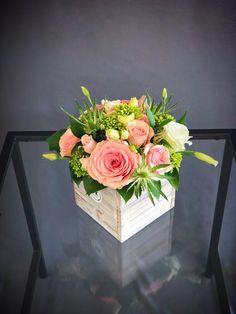 # 14 - Pink & Green Wood Box Arrangement Klein - * b l u m e n * p f l a n z e n * - Blumen & Pflanzen Spring Flower Arrangements, Beautiful Flower Arrangements, Floral Centerpieces, Floral Arrangements, Beautiful Flowers, Wood Flower Box, Flower Boxes, Silk Flowers, Paper Flowers
