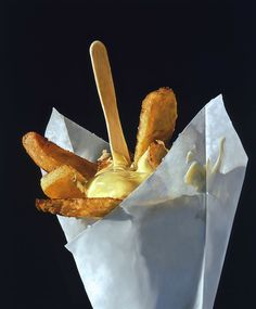 Junk Food Tjalf Sparnaay Vlaamse Friet 2000 - A selection of photorealism oil paintings by the Dutch artist Tjalf Sparnaay, who explores with great details the fascinating and tempting junk food world. Juan Sanchez Cotan, Tjalf Sparnaay, Sarah Graham, Hyper Realistic Paintings, Food Carving, Food Painting, Incredible Edibles, Edible Food, Foods To Avoid