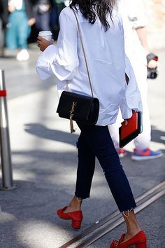 How to wear white shirt? Spring outfits with white shirt. Looks Street Style, Street Style Trends, Looks Style, Street Styles, Parisian Street Style, Street Chic, Look Fashion, Street Fashion, Fashion Outfits