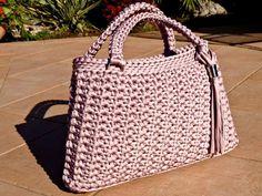 Crochet Handbags, Crochet Purses, Crochet Bags, Crochet Stitches, Knit Crochet, Crochet Patterns, Artist Bag, Diy Mode, Crochet Bracelet