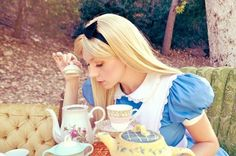 Alice au pays des merveilles fait son show ! #myfashionlove #halloween #cosplay #aliceauxpaysdesmerveilles www.myfashionlove.com