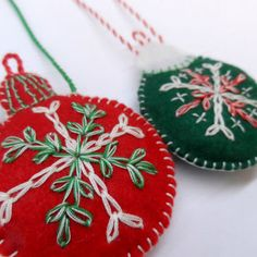 Christmas ball from Felt. Christmas Ornament, New Year Decoration, X-mas Christmas Ornaments To Make, Christmas Balls, Christmas Projects, Christmas Decorations, Xmas, New Years Decorations, Party Shop, Cross Stitch Patterns, Embroidery