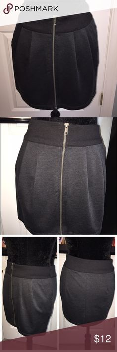 Forever 21 Black and Gray Mini Skirt Full Zipper Forever 21 Black and Gray Mini Skirt with Full Zipper Closure. Size Large. Black waistband with Gray Skirt. Features 2 front pockets and pleating.  This is a pre-loved item, therefore there is minor piling from wash and wear 👗 Materials: 76% polyester, 20% rayon, 4% spandex. Measurements (flat): waist: 15 in, waist to hem: 15 in. All items from a clean pet and smoke free home 🚫🐶🐱🚭 Forever 21 Skirts Mini