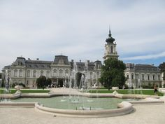 Louvre, Mansions, House Styles, Building, Travel, Decor, Vacation, Mansion Houses, Voyage