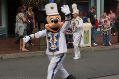 I love Disney parades!