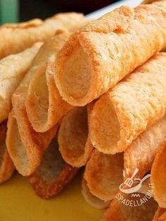 Dough Cannoli - I cannoli sono una specialità siciliana nota in tutto il mondo. Con questo Impasto per Cannoli siciliani imparerete come realizzare l'impasto doc!