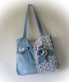 Denim Blue Boho Bag with Applique One Rose Patchwork Jean Handbag with Lace Handfe .- Jeansblau Boho Tasche mit Applikation eine Rose Patchwork Jean Handtasche mit Spitze Handgefe… Denim blue boho bag with applique a rose … - Denim Tote Bags, Denim Purse, Patchwork Jeans, Crazy Patchwork, Patchwork Patterns, Sewing Jeans, Fabric Bags, Handmade Bags, Handmade Leather