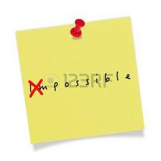 Papel amarillo con el pin rojo sobre fondo blanco. Posible. Foto de archivo - 29011217