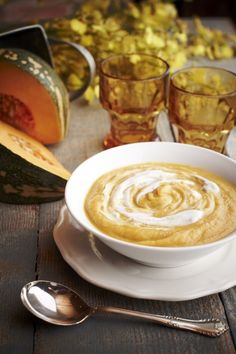 Roast Pumpkin Coconut Soup - beautiful pumpkins at the market last weekend, I'll give this a try tonight roasting the pumpkin in the easycook. Pumpkin Coconut Soup, Roast Pumpkin Soup, Pumpkin Recipes, Fall Recipes, Wine Recipes, Foods To Eat, Fabulous Foods, Pumpkins, Food To Make