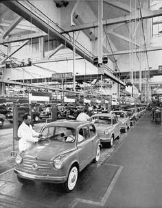 Assembly line at Mirafiori Fiat 600, Italian Posters, Assembly Line, Small Cars, Cars And Motorcycles, Funny Pictures, Funny Pics, Classic Cars, Automobile