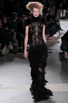 Alexander McQueen Fall 2015 Ready-to-Wear Collection - Vogue
