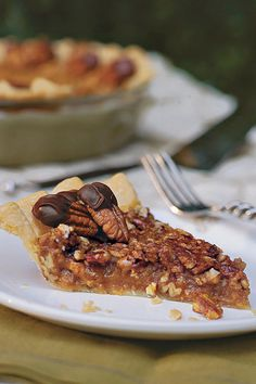 Caramel-Pecan Pie - Old-Fashioned Pies and Cobblers - Southernliving. Recipe: Caramel-Pecan Pie Create this rich gooey caramel pecan pie for your family and friends. It is a perfect special occasion pie. Tarte Caramel, Caramel Pecan Pie, Caramel Bits, Pecan Candy, Pecan Pies, Pecan Recipes, Pie Recipes, Dessert Recipes, Recipies