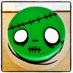 Zombie Cake                                                                                                                                                                                 More Halloween Desserts, Bolo Halloween, Halloween Torte, Halloween Goodies, Halloween Food For Party, Halloween Cupcakes, Halloween Birthday, Birthday Fun, Halloween Treats