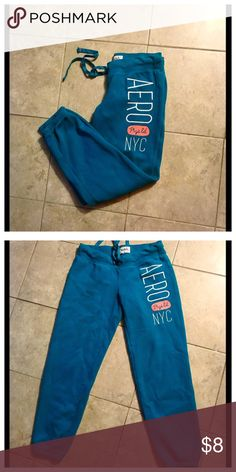 👗Teal Aeropostale Sweatpants 👗 Size Small Aeropostale Sweatpants or lounge pants. Really comfy. In good condition - a bit of fraying on drawstring area from being worn but otherwise in good condition. Thanks for looking! Aeropostale Pants Capris