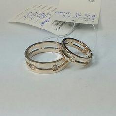 Обручальные кольца из красного золота  с бриллиантами.