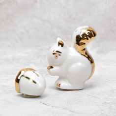 Add a dash of cute and a pinch of playfulness to your tabletop with this adorable little squirrel and acorn salt and pepper shakers. With a splash of bright gold, this smooth snowy white ceramic duo w