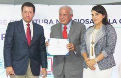 UNICARIBE, CDP designan profesor honorífico a alcalde de Miami