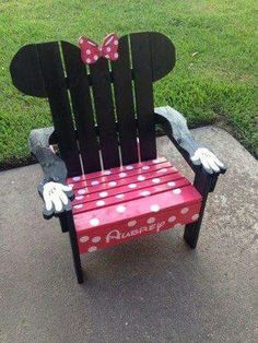 Minnie mouse pallet chair