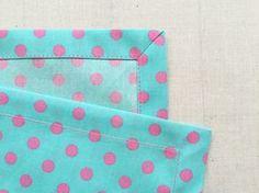 ランチクロスなど四角い布、角の処理はどうしていますか? 一辺を三つ折りにして、さらにもう一辺を三つ折りにしますよね。もちろんこれでもいいのですが、布が重なり生地が厚くなるため、縫い目がガタガタになったり、洗濯した時にそこ…