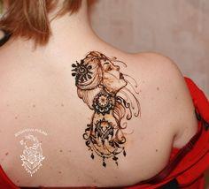 Henna girl on shoulder Mehndi Designs Book, Finger Henna Designs, Modern Mehndi Designs, Modern Henna, Henna Designs Easy, Beautiful Henna Designs, Men Henna Tattoo, Henna Body Art, Henna Tattoo Designs