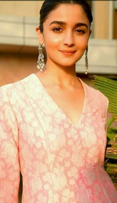 Alia Bhatt Biography - Age, Height, Wiki, Family & More - BuzzzFly Bollywood Stars, Bollywood Fashion, Aalia Bhatt, Alia Bhatt Cute, Alia And Varun, Indian Designer Outfits, Beautiful Bollywood Actress, Celebs, Celebrities