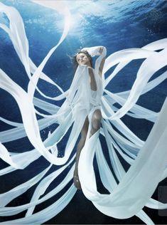 Under the water Underwater Photos, Underwater World, Underwater Photography, Amazing Photography, Art Photography, Fashion Photography, Underwater Model, Street Photography, Landscape Photography