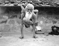 1980, Yoga, Guru, em Khajuraho, Maddhya Pradesh, India (vintage yoga photo).