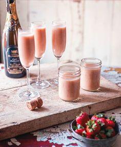 Une recette de smoothie festif de Marilou pour mettre de la couleur dans notre brunch de Pâques! Easter Brunch, Easter Baby, Summer Cocktails, Vinaigrette, Great Recipes, Smoothies, Alcoholic Drinks, Panna Cotta, Vegan
