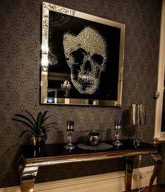 Tøft hos @ingridarstr  Bilde fra @classicliving  Kun få igjen på lager. #livingroom #mirrorframe #glaminterior1 #glam #glammøbler #stue #instamoment #interør123 #interiør #decor #decorations #shabbyhomes #interior2all