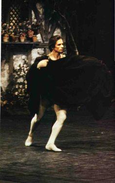 Нездешний сад Рудольфа Нуреева's photos Shall We Dance, Lets Dance, Rudolf Nurejew, Julien Clerc, Dance Magazine, Male Ballet Dancers, Mikhail Baryshnikov, Nureyev, Ballet Photos