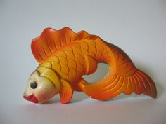 Vintage chalk ware goldfish by Miller Studio, 1971. I would love to have this in my bathroom!