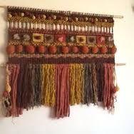 Resultado de imagen para telar mural decorativo Weaving Projects, Weaving Art, Weaving Patterns, Loom Weaving, Tapestry Weaving, Wall Tapestry, Textile Fiber Art, Woven Wall Hanging, Weaving Techniques