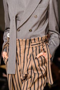 Ujoh at Milan Fashion Week Fall 2018 - Details Runway Photos College Fashion, 90s Fashion, Womens Fashion, Fashion Trends, Fashion Styles, Fashion Clothes, Fashion Ideas, Fashion Dresses, Fashion Week 2018