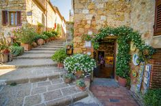 Things to do in Pienza Italy-cobblestone streets