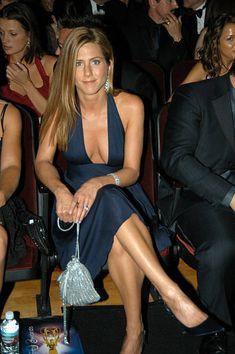 Jennifer Aniston News, Jennifer Aniston Pictures, Curvy Celebrities, Beautiful Celebrities, Celebs, Jeniffer Aniston, Sexy Tattoos For Women, Beauty Women, Asian Girl