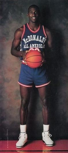 Milestones of College Basketball. Basketball is a favorite pastime of kids and adults alike. American kids develop up with dreams of earning scholarships and reaching fame in the col Basketball Funny, Jordan Basketball, Basketball Pictures, Basketball Legends, Love And Basketball, Sports Basketball, Sports Pictures, College Basketball, Basketball Players