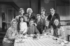 "Still of Jon Walmsley (Jason), Will Geer (Grandpa Zebulon, ""Zeb""), Eric Scott (Ben), David Harper (James Robert, ""Jim Bob""), Tom Bower (Dr. Curtis Willard, Mary Ellen's Husband), Michael Learned (Mom Olivia, ""Liv""), Kami Cotler (Elizabeth),  Ralph Waite (Dad John, Sr.), Judy Norton (Mary Ellen), and Mary McDonough (Erin) in The Waltons, 1971-1979"