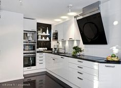 Glossy black&white kitchen